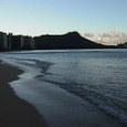 朝 打ち寄せる波