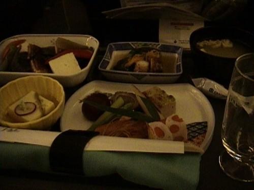 往路 JL72便 和食
