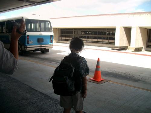 ホノルル空港内 バス